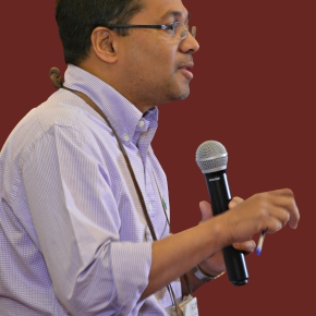 Sam Thevasagayam of the Gates Foundation receives the Royal College of Veterinary Surgeons' 2019 InternationalAward