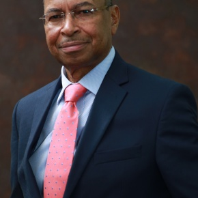 University of Illinois bestows its 2019 International Alumni Award on ILRI chief Jimmy Smith
